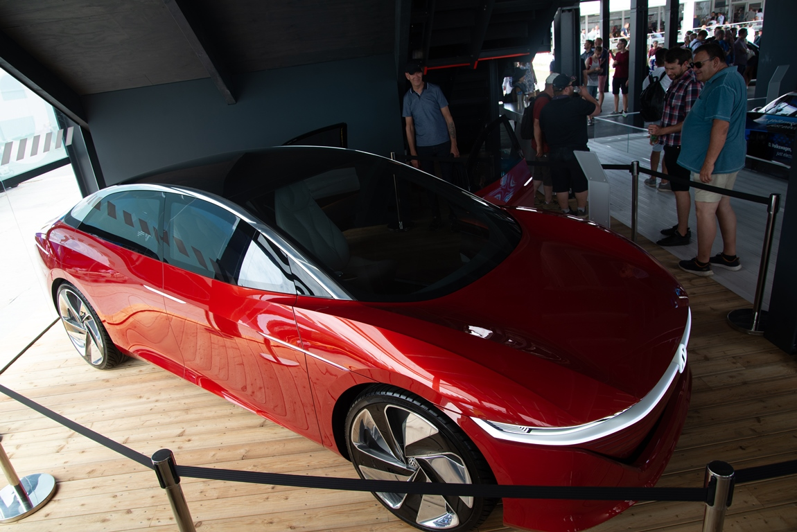 Fully Electric Concept Model VW ID.Vizzion